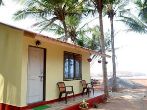 Sun Shine Home Stay - stay exactly at beach